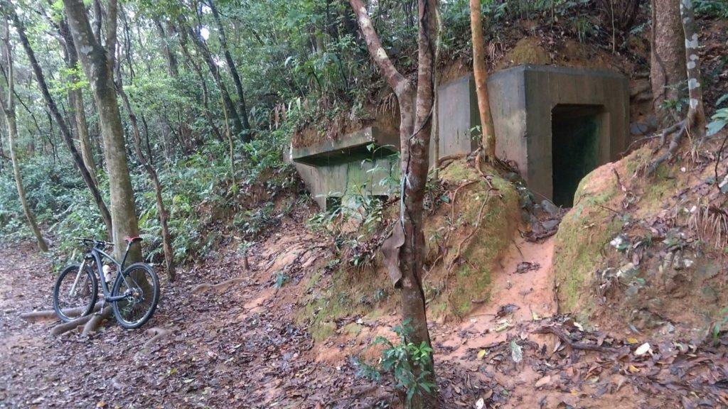 從担水坑起步幾分鐘(單車車程),抵達日軍碉堡。